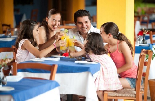 Consejos para comer fuera de casa en familia - آداب یک پذیرایی رسمی و تشریفاتی
