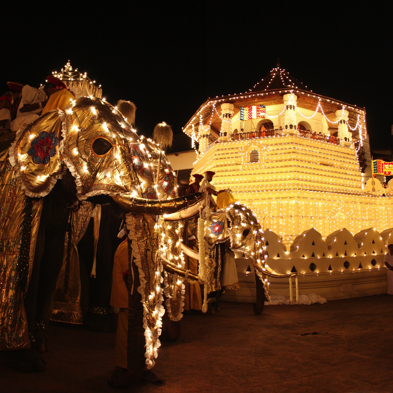 Esala Perahera Kandy original - آشنایی با جشن های بین المللی دنیا
