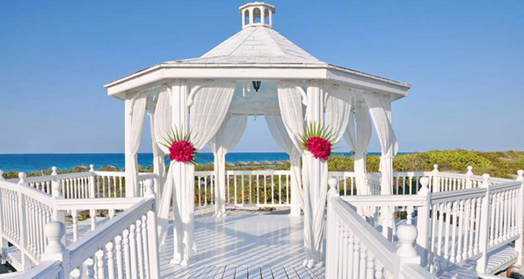 beach sea summer arbor - ۷ مدل خیمه عروسی زیبا برای برپایی جشنهای عروسی