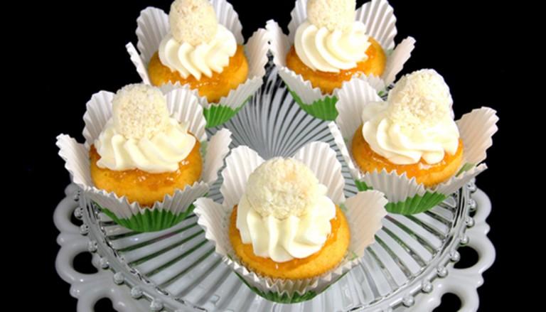 عروسی 768x439 - شیرینی عروسی خود را به شکل کیک بچینید