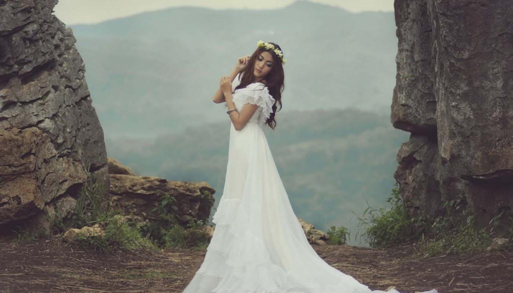 عروس.jpg 2 1024x585 - چگونه لباس عروس خود را متناسب با فرم بدن انتخاب کنیم؟