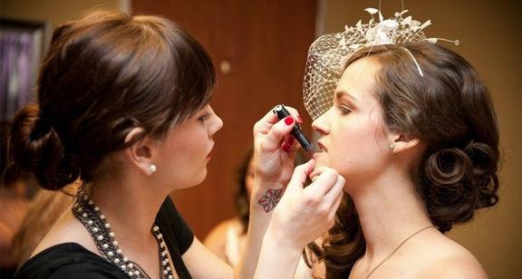 Wedding Makeup Products  - میکاپ عروسی- انتخاب رژ مناسب