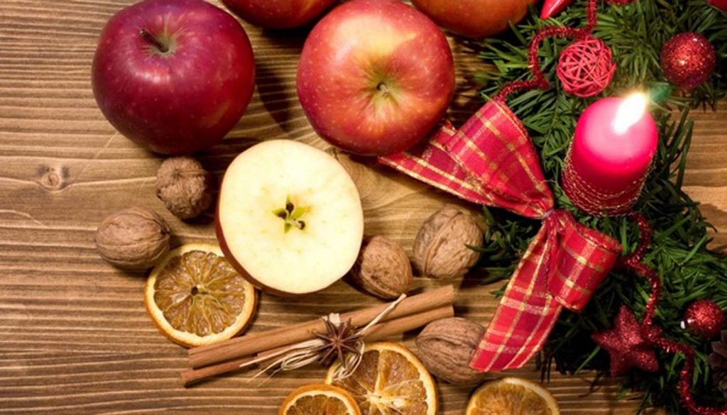 christmas decoration new year 1024x585 - چند ایدهی ناب برای طراحی میوه ها در عروسی