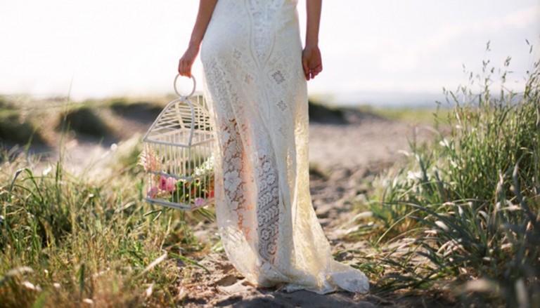 devushka svadba nevesta cvety 768x439 - برگزاری مراسم عروسی مدرن برای زوج هایی که اهل فضای مجازی اند