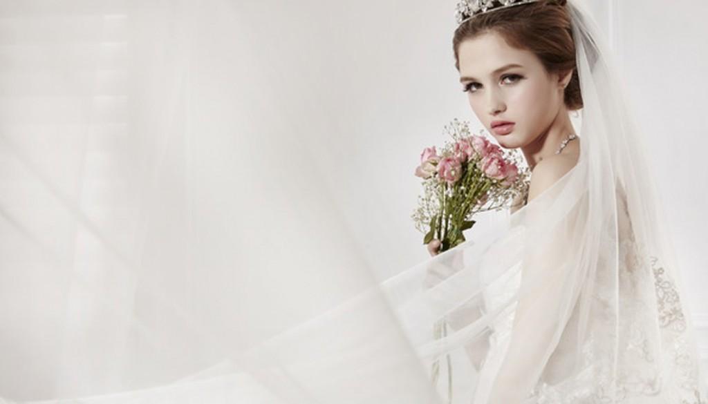 devushka vzglyad stil 3872 1024x585 - ۵ حرکت اشتباه عروس خانمها برای آرایش مو