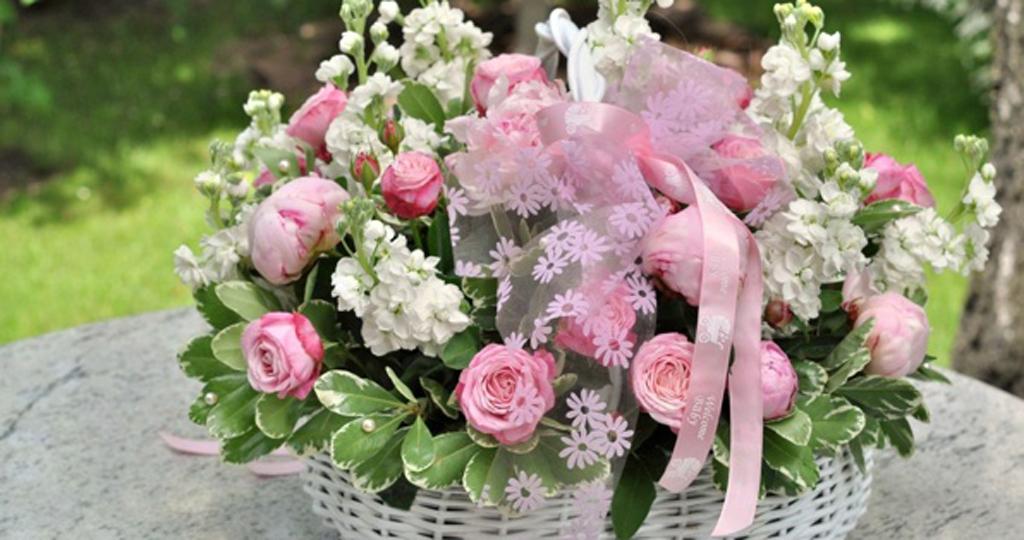 nature flowers flower basket - دسته گل عروسی عجیب برای عروسیهای مدرن