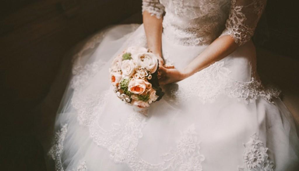 nevesta buket svadba plate 1024x585 - مدل لباس عروس اسلامی مارک نیوحجاب