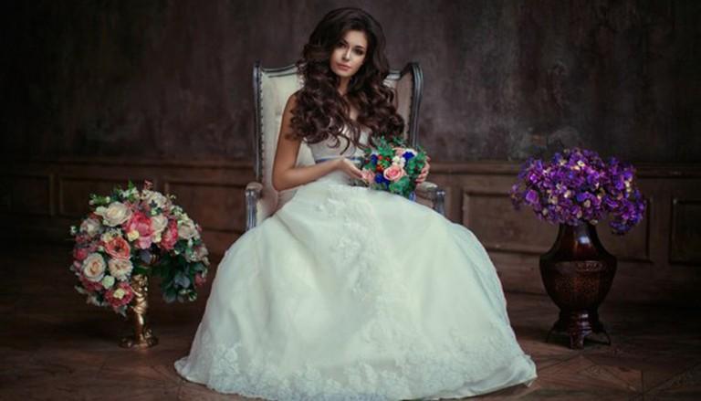 nevesta cvety devushka buket 768x439 - ۵ اشتباهی که در انتخاب دسته گل عروسی مرتکب می شوید