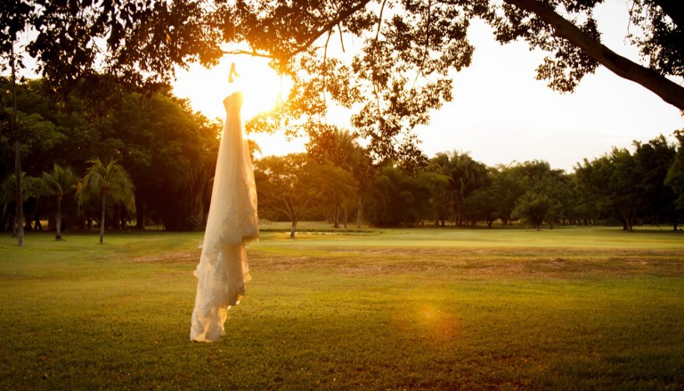plate zakat derevo svadebnoe 768x439 - ۶ اشتباه عروس خانم در مورد لباس عروسیاش