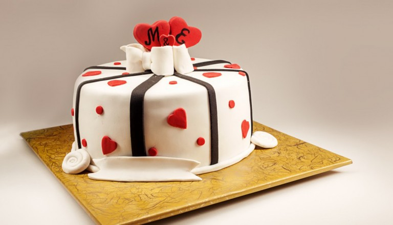 small wedding cake featured 1200x520 768x439 - مدل کیک عروسی ساده برای عروس خانمهای ساده پسند