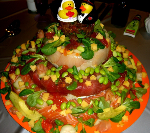 sushi wedding cake - بد ترین کیک عروسی هایی که تا به حال دیدهاید