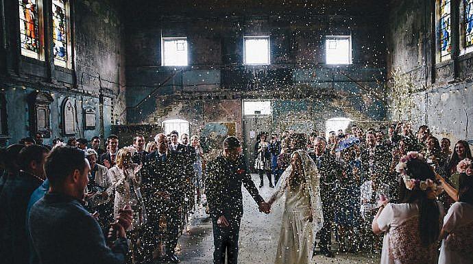 top best wedding photos of 2016 47 750x430 - نکته مهم برای عکاسی از مجالس جشن و عروسی