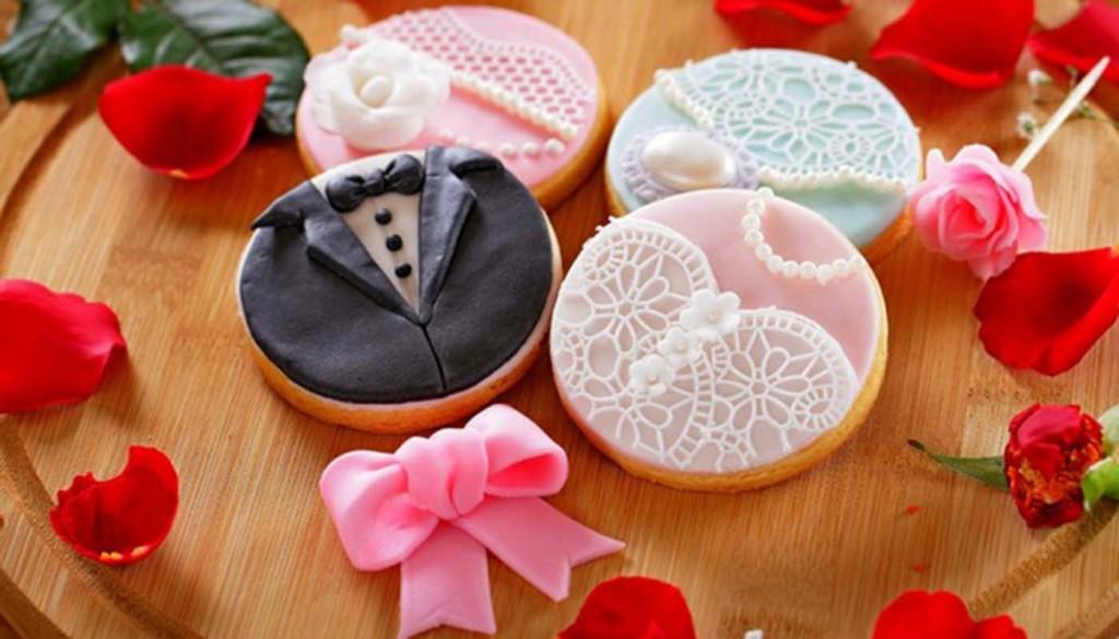wedding sweet petals holiday 1024x585 - معرفی انواع دسر مراسم عروسی