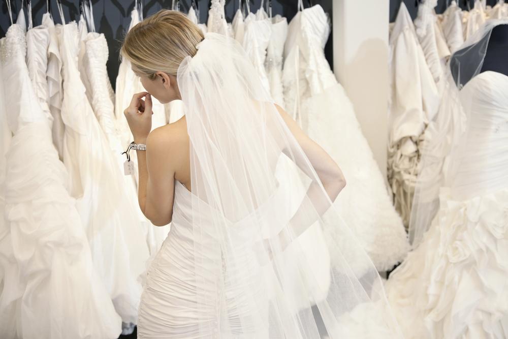 wedding dress shopping tips - ۱۰ نکتهای که قبل از رفتن برای خرید لباس عروسی باید بدانید