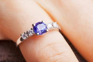 خرید حلقه ی نامزدی به چه نکاتی باید توجه کرد؟ Other options wedding ring stone 300x200 - حلقه ی نامزدی باید چه ویژگی هایی داشته باشد؟