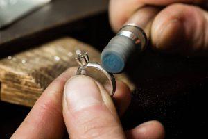 خرید حلقه ی نامزدی به چه نکاتی باید توجه کرد؟ montur 1 300x200 - حلقه ی نامزدی باید چه ویژگی هایی داشته باشد؟