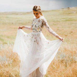 Aline wedding dress for petite bride 300x300 - بهترین لباس عروس برای افراد قد کوتاه کدام ها هستند؟