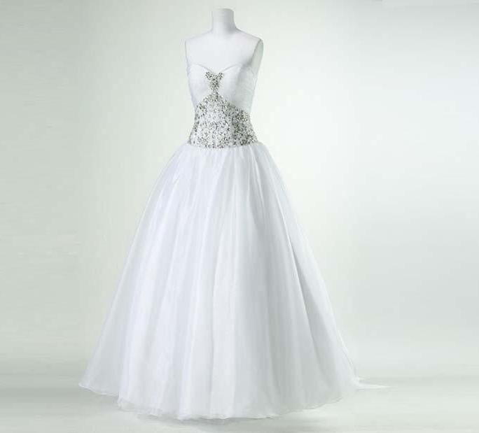 P4607 white MannequinFront 1000x1000 - لباس عروس مناسب اندام شما کدام هست؟