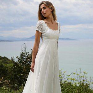 empire wedding dress for petite bride 300x300 - بهترین لباس عروس برای افراد قد کوتاه کدام ها هستند؟
