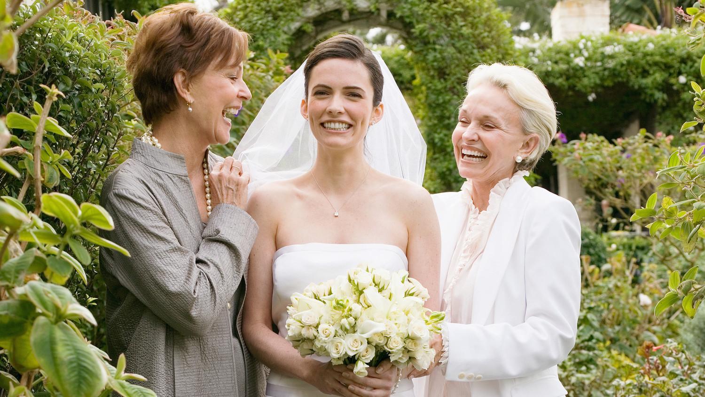 how to include mob stepmom in wedding day three laughing wedding 0316 horiz - مراقب این اشتباهات در جشن عروسی خود باشید!