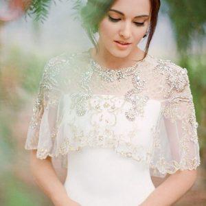 neckline wedding dress for petite bride 300x300 - بهترین لباس عروس برای افراد قد کوتاه کدام ها هستند؟