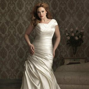 oversize bride ruching 300x300 - در انتخاب لباس عروس برای افراد چاق به این موارد دقت کنید