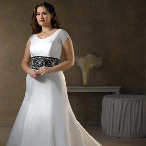 oversize bride satin dress 300x300 - در انتخاب لباس عروس برای افراد چاق به این موارد دقت کنید