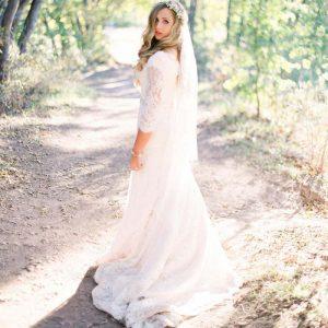 sheath wedding dress for petite bride 300x300 - بهترین لباس عروس برای افراد قد کوتاه کدام ها هستند؟