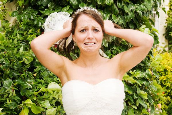 stressed bride bridal guide - مراقب این اشتباهات در جشن عروسی خود باشید!