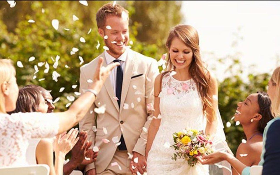 و انتهای عروسی 960x600 - چگونه در جشن عروسی کاری کنیم که به مهمان ها بیشتر خوش بگذرد؟