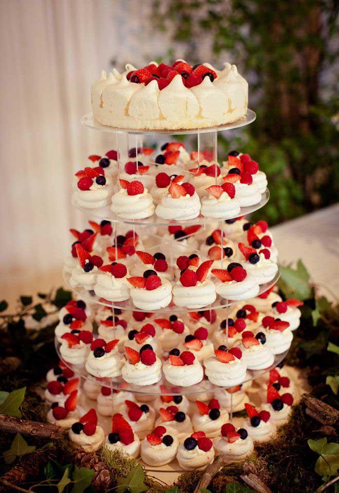 عروسی۵ - شیرینی عروسی خود را به شکل کیک بچینید