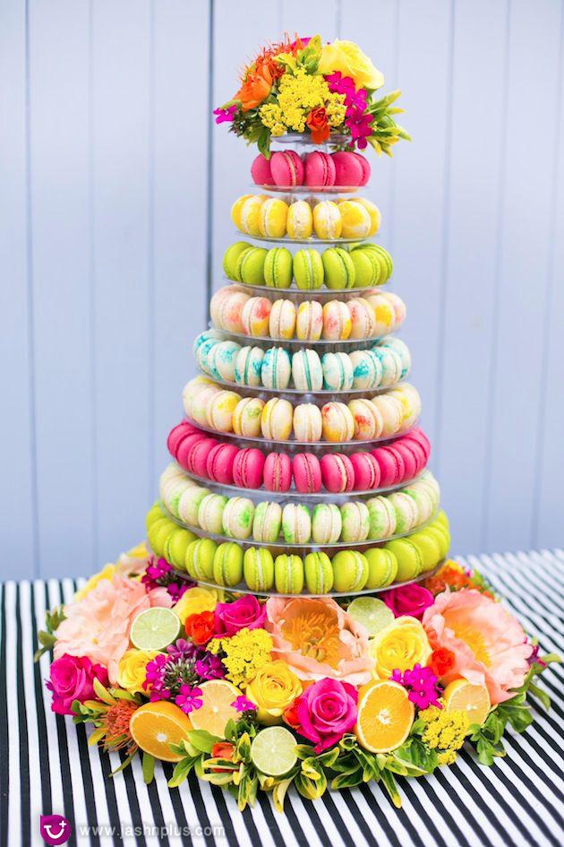 عروسی۸ - شیرینی عروسی خود را به شکل کیک بچینید