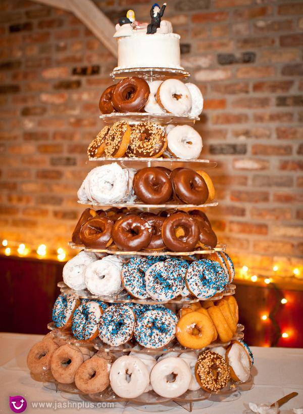 عروسی۹ - شیرینی عروسی خود را به شکل کیک بچینید