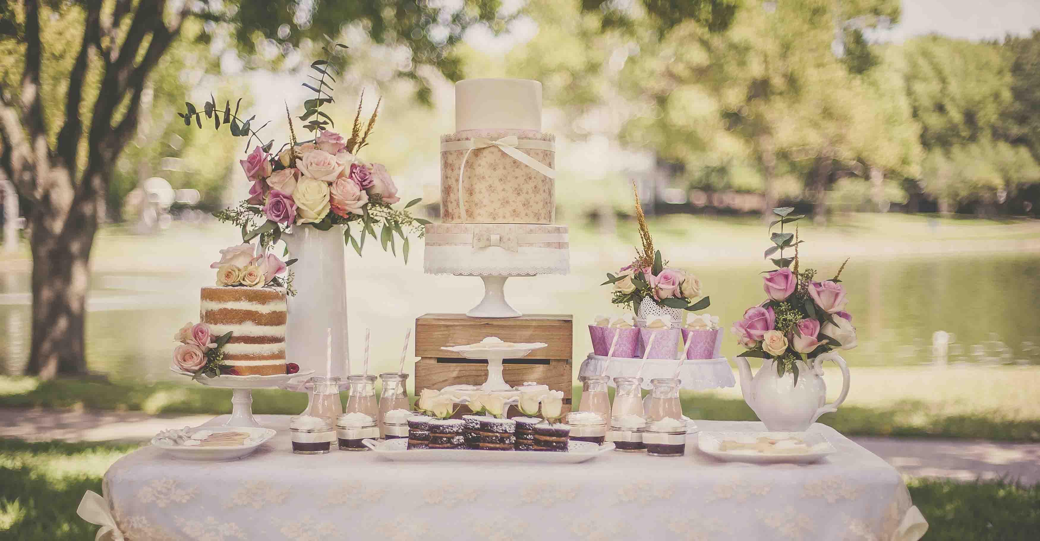 دسر عروسی 5 - چینش زیبای میز دسر عروسی برای عروس خانم های ایرانی