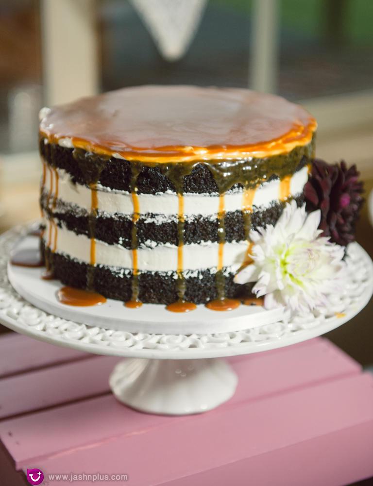 با کارامل - مدل کیک عروسی ساده برای عروس خانمهای ساده پسند