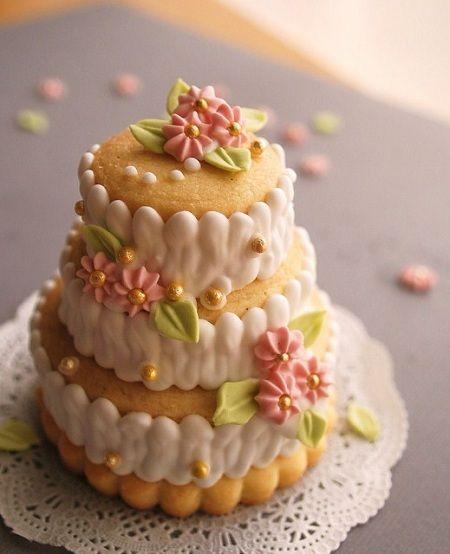 06696539ee1ca72964593a3b663854df - انواع جالب شیرینی جشن عروسی برای پذیرایی از مهمانان