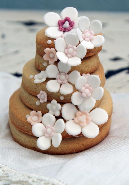 15b4bee173d7a639ac2e12499e35eb7f - انواع جالب شیرینی جشن عروسی برای پذیرایی از مهمانان
