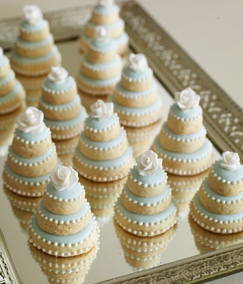 2895038b1adb58a19b16e17982820ba2 - انواع جالب شیرینی جشن عروسی برای پذیرایی از مهمانان