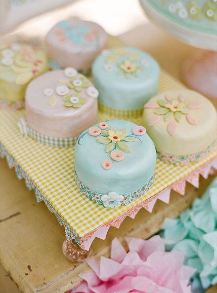 9e65396fe160a91a3eb05f8b8a1314bd - انواع جالب شیرینی جشن عروسی برای پذیرایی از مهمانان