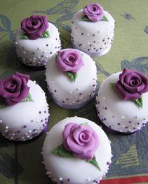 9fb51326860cddff8199f4e1c42fec29 - انواع جالب شیرینی جشن عروسی برای پذیرایی از مهمانان