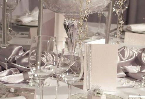 When you choose your color palette let the season inspire you - برگزاری مراسم عروسی در زمستان ؛ کارهایی که باید انجام بدهید