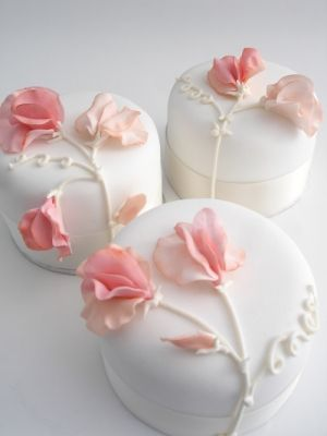 a2d63adcd78b284b012da252a1e7447d - انواع جالب شیرینی جشن عروسی برای پذیرایی از مهمانان