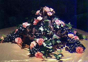 centerpiece cake - بد ترین کیک عروسی هایی که تا به حال دیدهاید