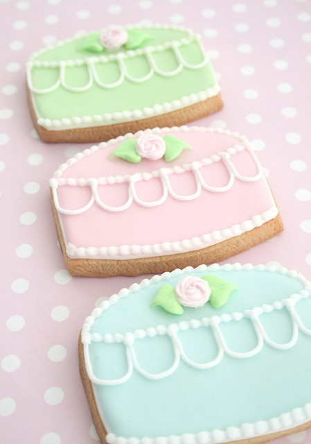 f599a12bd697e518ac737a765cfff240 - انواع جالب شیرینی جشن عروسی برای پذیرایی از مهمانان