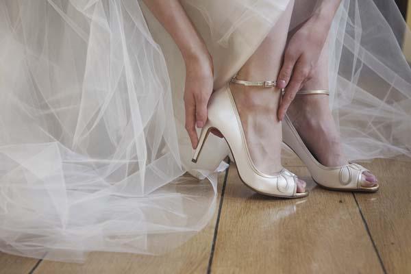 pearle1 - حل مشکل کفش پاشنه بلند برای عروس خانم ها