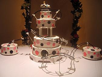 roller coaster cake - بد ترین کیک عروسی هایی که تا به حال دیدهاید