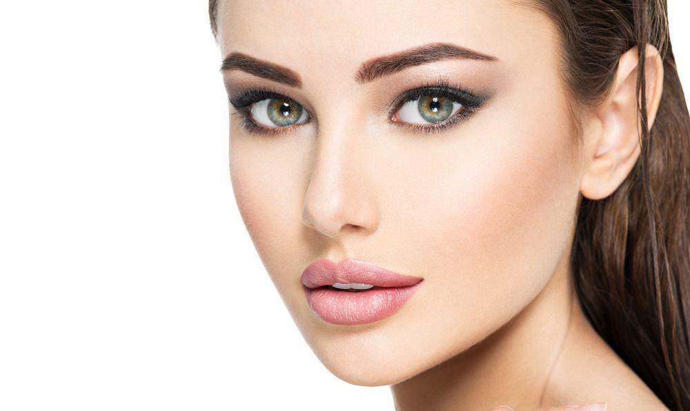7 - انتخاب آرایش کامل صورت عروس بین چندین مدل آرایش صورت عروس