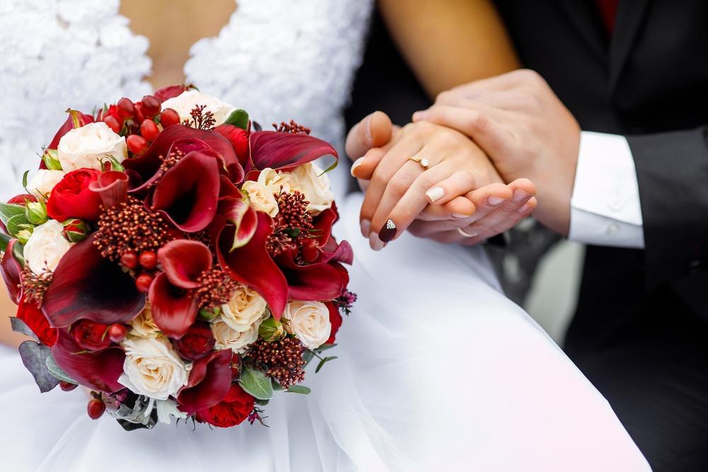 گل - دسته گل عروس خانم ، ماشین عروس ، گل آرایی سفره عقد ،