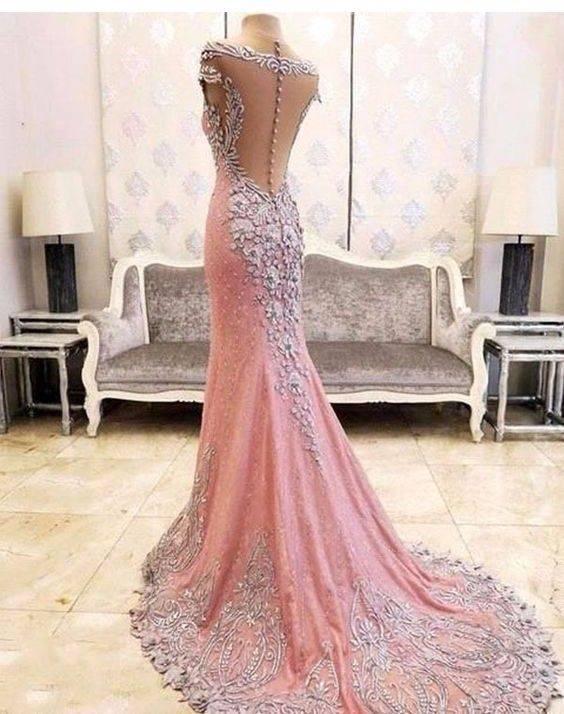 1 - لباس دنباله دار بهترین مدل لباس برای زیباتر شدن