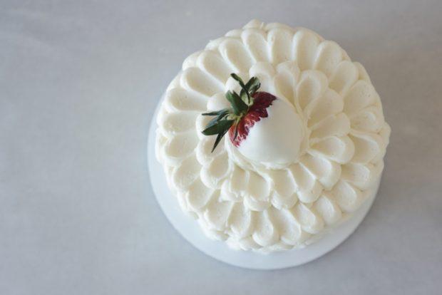 کیک لایه ای 18 - آموزش گام به گام تزیین کیک لایه ای با خامه در منزل وِیژه مهمونهای دور همی - خوش بگذره...